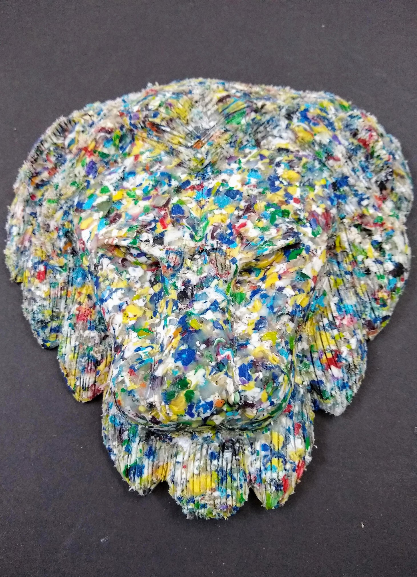 Kenyan woodcarver gets recycled plastic!